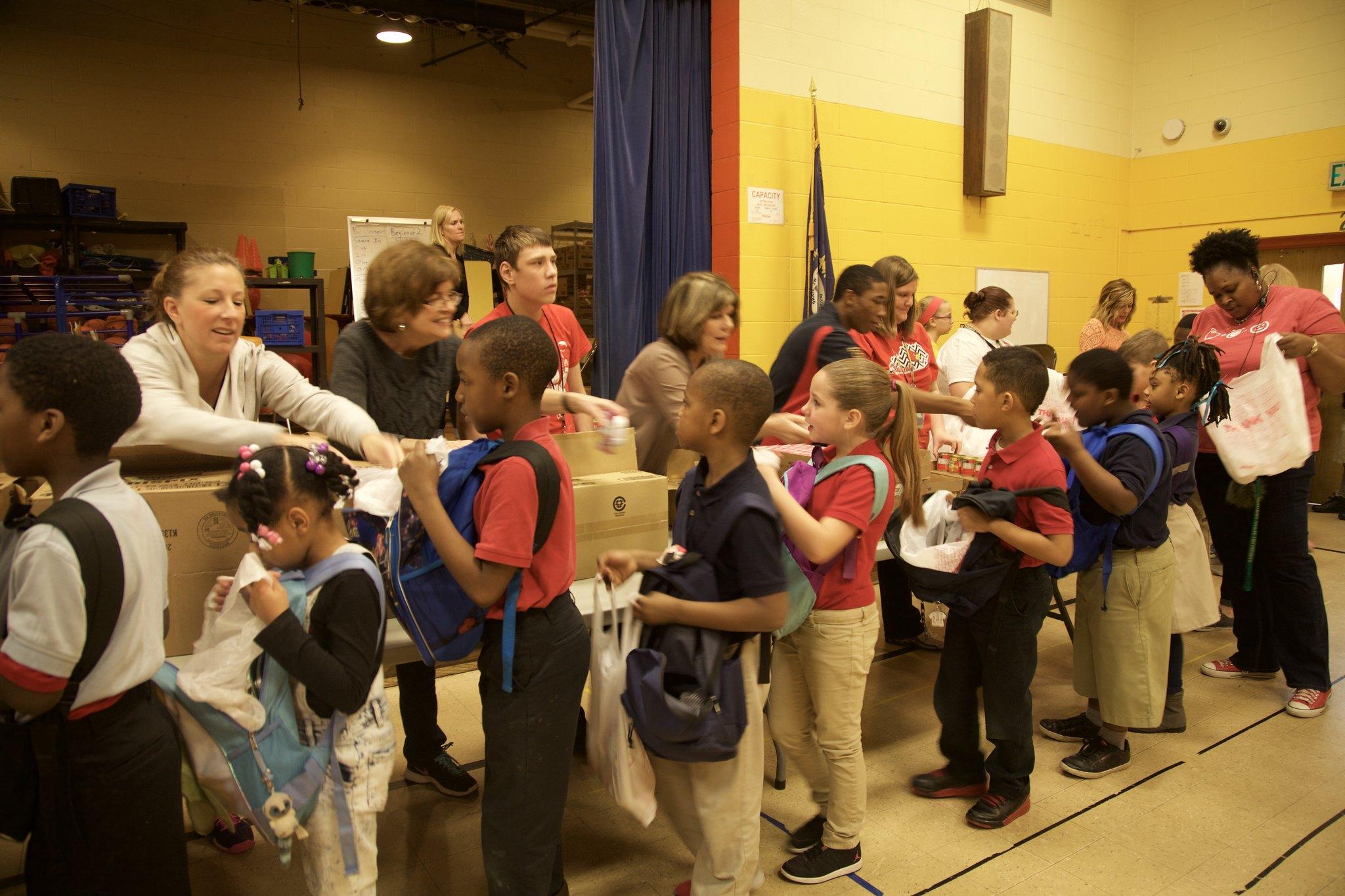 Photo of volunteers distributing food to the kids